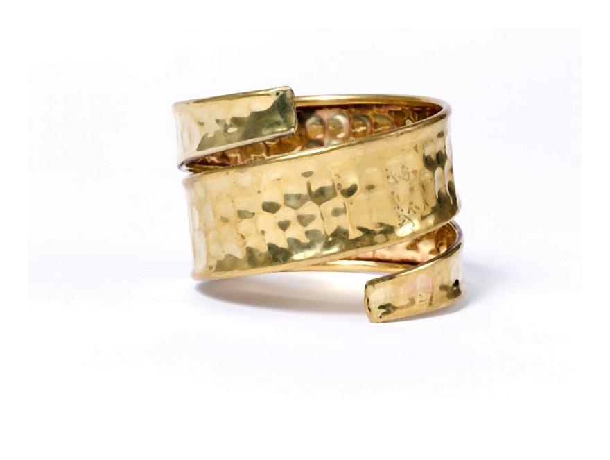 Biżuteria na lato bransoletki z barwnych koralików, indiańskie frędzle i wyszywane wzory
